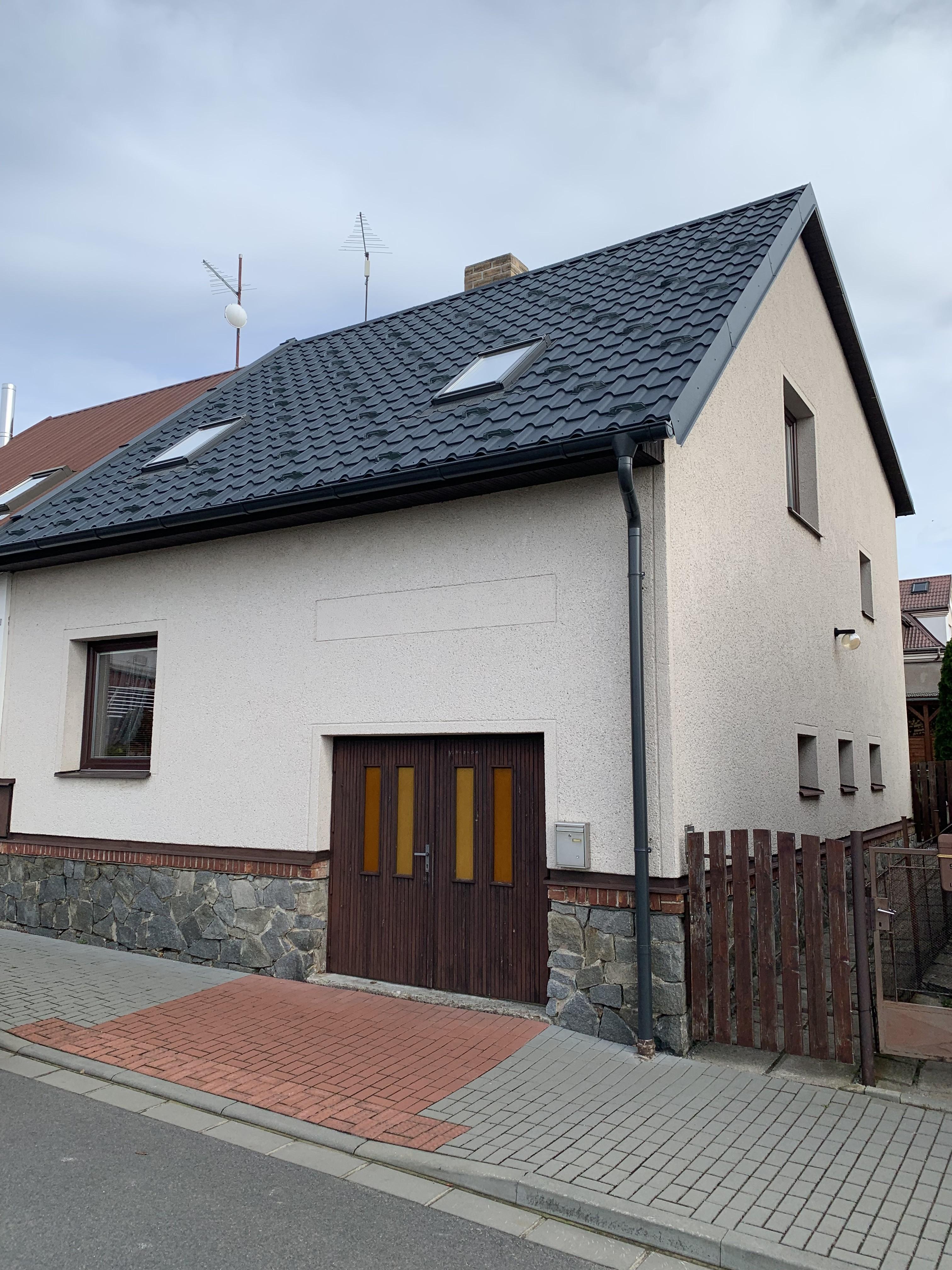 Kompletní dodání střechy včetně okapů a svodů RD Hlinsko